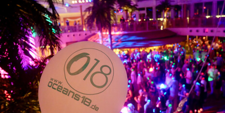 Party im Beach Club von AIDAprima